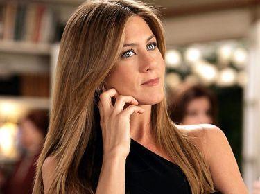El nuevo color de cabello también parace haber sufrido modificación, de un castaño cenizo a un rubio brillante que ilumina el rostro de Jennifer.