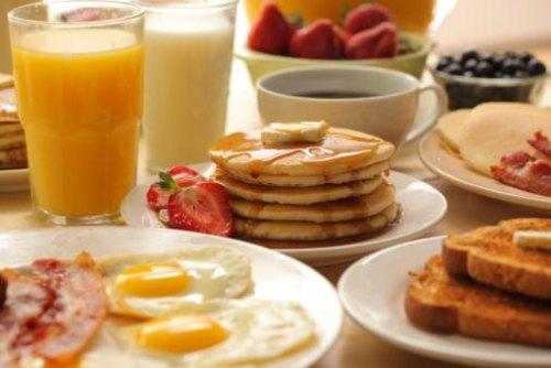 como hacer un desayuno americano