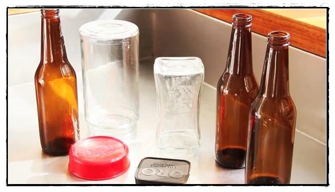 Reciclar botellas de vidrio for Decoraciones de botes de plastico