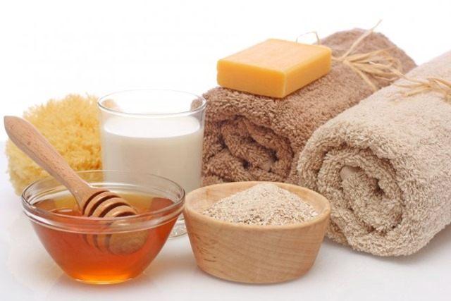 Varios productos de la cocina pueden reutilizarse como productos de belleza. Por ejemplo, los aceites (de olivo, de coco, de semillas de uva), el bicarbonato de sodio, el vinagre de manzana, sal de mar, azúcar mascabada, pimienta negra, yogurt, limones, aguacates, etcétera.